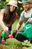 Счастливые пары в саде Стоковое Изображение