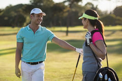 Счастливые пары игрока гольфа Стоковое Изображение RF