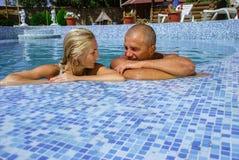 Счастливые пары на каникуле Стоковые Изображения RF