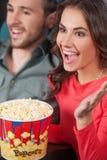 Счастливые пары на кино. Стоковое Изображение