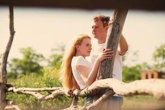 Счастливые пары на ферме Стоковое Изображение