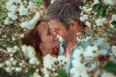 Счастливые пары образа жизни Стоковые Изображения
