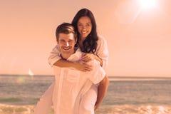 Счастливые пары усмехаясь на камере Стоковая Фотография RF
