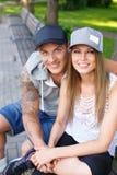 Счастливые пары outdoors Стоковые Изображения