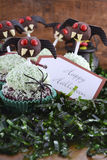 Счастливые пирожные хеллоуина Ghoulish Стоковые Изображения