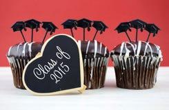 Счастливые пирожные шоколада партии выпускного дня Стоковое фото RF