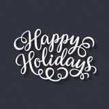 Счастливые праздники вручают надпись литерности на черной предпосылке доски мела Стоковые Фотографии RF