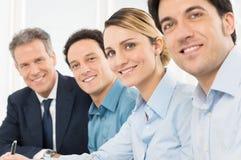 Счастливые предприниматели в ряд стоковое изображение rf
