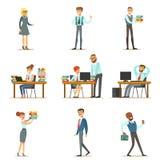 Счастливые работники и менеджеры офиса работая в размерах офиса на их столах и выполняя другие задачи установленные  Стоковое Фото