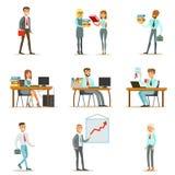 Счастливые работники офиса и менеджеры работая в размерах офиса Стоковые Фото