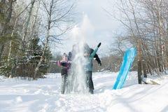 Счастливые родители и их дети в winterwear Стоковые Фотографии RF