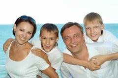 Счастливые родители с их дет Стоковое Изображение RF