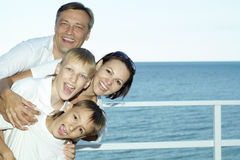 Счастливые родители с их дет Стоковые Изображения