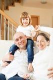 Счастливые родители с маленькой дочерью Стоковые Изображения RF