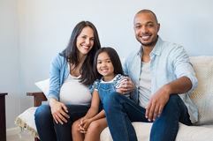 Счастливые родители с дочью стоковое изображение rf