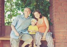 Счастливые родители с ребенком стоковое фото rf