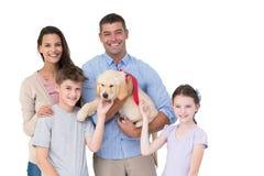 Счастливые родитель и дети с собакой Стоковое Фото