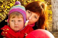 Счастливые семья, мать и ребенок стоковое изображение rf