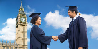 Счастливые студенты или холостякы приветствуя один другого Стоковые Изображения