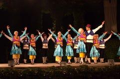 Счастливые танцоры на этапе стоковые фото