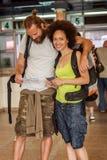 Счастливые туристы с билетами Стоковые Изображения RF