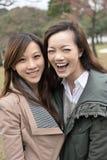 Счастливые усмехаясь азиатские женщины в парке Стоковая Фотография