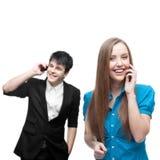 Счастливые усмехаясь бизнесмены вызывая мобильным телефоном стоковое изображение rf