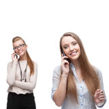 Счастливые усмехаясь бизнес-леди вызывая мобильным телефоном стоковое фото rf