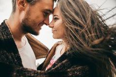 счастливые любовники стоковые изображения