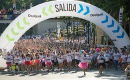 Счастливые люди бежать на беге цвета Стоковое Изображение RF