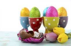 Счастливые яичка шоколада пасхи Стоковые Изображения
