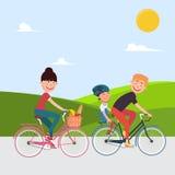 Счастливые bikes riding семьи bicycle woman Стоковое фото RF