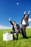 Счастливые businesspersons смотря компьтер-книжку Стоковое Изображение RF
