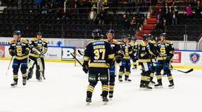 Счастливые SSK игроки после того как они выиграли спичку хоккея на льде с 3-2 в hockeyallsvenskan между SSK и MODO Стоковые Изображения