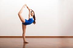 Счастливый артист балета репетируя Стоковые Фото
