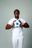 Счастливый африканский человек держа футбольный мяч Стоковое Фото