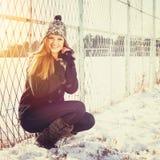 Счастливый девочка-подросток outdoors в зиме Стоковое Фото