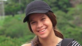 Счастливый женский смеяться над предназначенного для подростков или людей Стоковые Фото