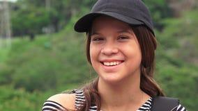 Счастливый женский смеяться над предназначенного для подростков или людей Стоковое Изображение RF