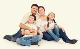 Счастливый желтый цвет семьи тонизировал 4 люд Стоковые Фотографии RF