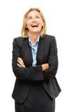Счастливый зрелый смеяться над бизнес-леди изолированный на белом backgroun стоковые изображения rf