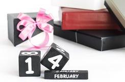 Счастливый календарь дня валентинки винтажный деревянный Стоковые Фотографии RF