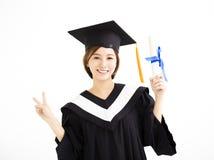 Счастливый красивый молодой студент-выпускник азиата стоковые фотографии rf