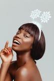 Счастливый крупный план портрета модели чернокожей женщины Стоковое фото RF
