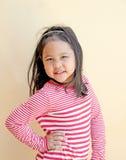 Счастливый маленький милый усмехаться девушки Стоковая Фотография RF