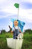 Счастливый мальчик в ручной работы корабле Стоковая Фотография