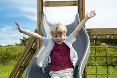 Счастливый мальчик на спортивной площадке Стоковые Изображения