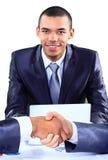 Счастливый молодой Афро-американский бизнесмен стоковые фотографии rf