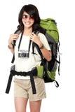 Счастливый молодой женский backpacker идя на каникулы стоковые фотографии rf