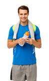 Счастливый молодой человек с полотенцем и бутылкой с водой Стоковое Изображение